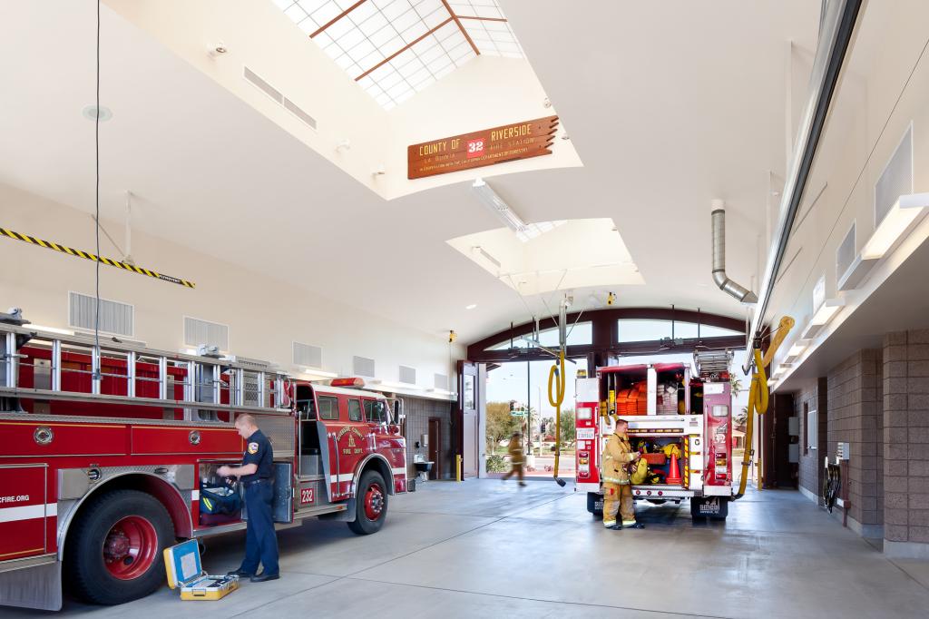 la-quinta-fire-station-32-domusstudio-public-architecture