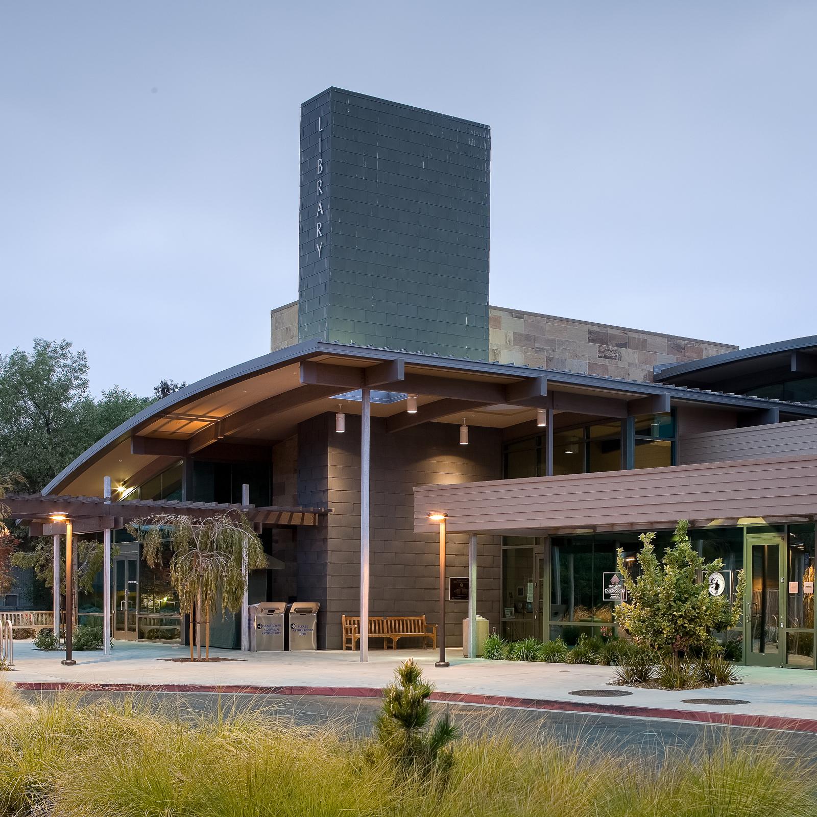 domusstudio-architecture-bonita-library-feature